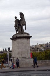 Man with Horse Statue on Southwest Corner of Pont d'lena.jpg