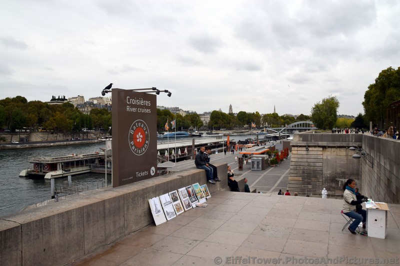 Croisieres River Cruises entrance and ticket area next to Pont d'Lena.jpg