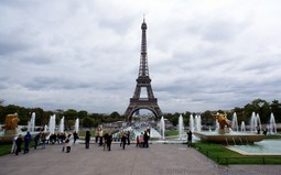 Eiffel Tower seen from in front of Palais de Chaillot.jpg