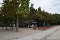 Snacks and Drinks Shack at Champ de Mars near Eiffel Tower.jpg