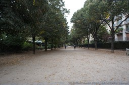 Allee Adrienne Lecourveur near the Eiffel Tower.jpg