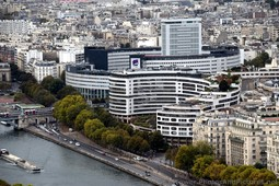 Paris Curved Building Identified as Radio France.jpg