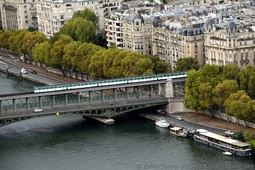 Metro Train on top level of Bir-Hakeim Bridge in Paris.jpg