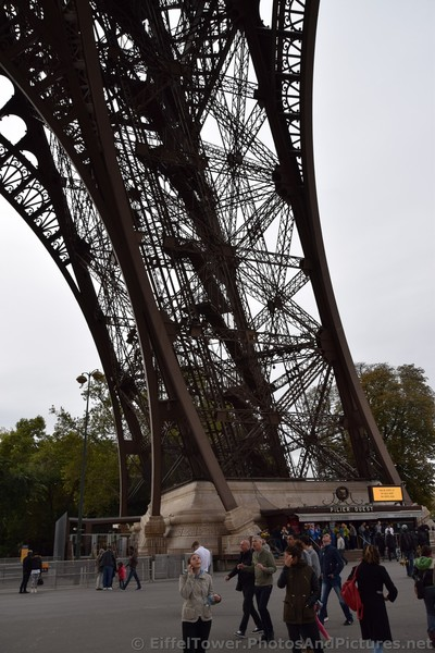 Pilier Ouest Leg of the Eiffel Tower.jpg